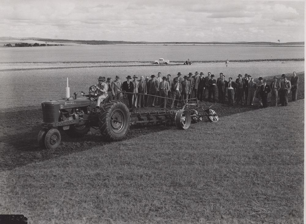 Machinery field day at Turretfield in 1950.